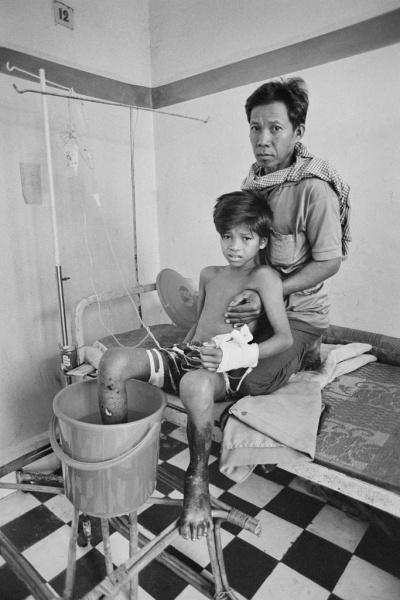 Gervasio Sánchez Sokheurm Man con su padre. Enero, 1996